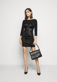 Elisabetta Franchi - RING LOGO SHOULDER BAG - Handbag - nero - 0