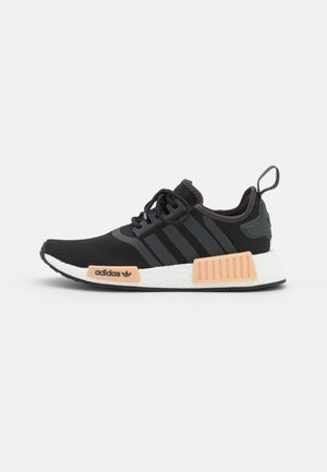 NMD_R1  - Matalavartiset tennarit - core black/carbon/footwear white