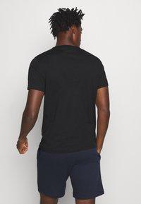 Champion - LEGACY CREWNECK - Print T-shirt - black - 2