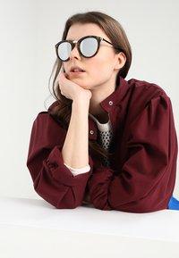 Le Specs - NO SMIRKING  - Sunglasses - tort - 4