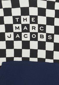 The Marc Jacobs - HOODED UNISEX - Mikina skapucí - beige/black - 2