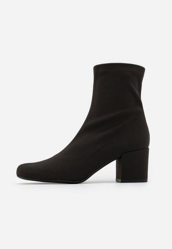 Kotníkové boty - scotch kenia