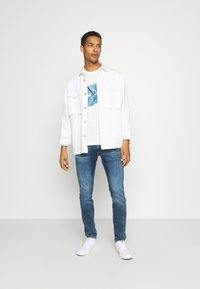 Pepe Jeans - RAURY - T-shirt con stampa - bright blue - 1