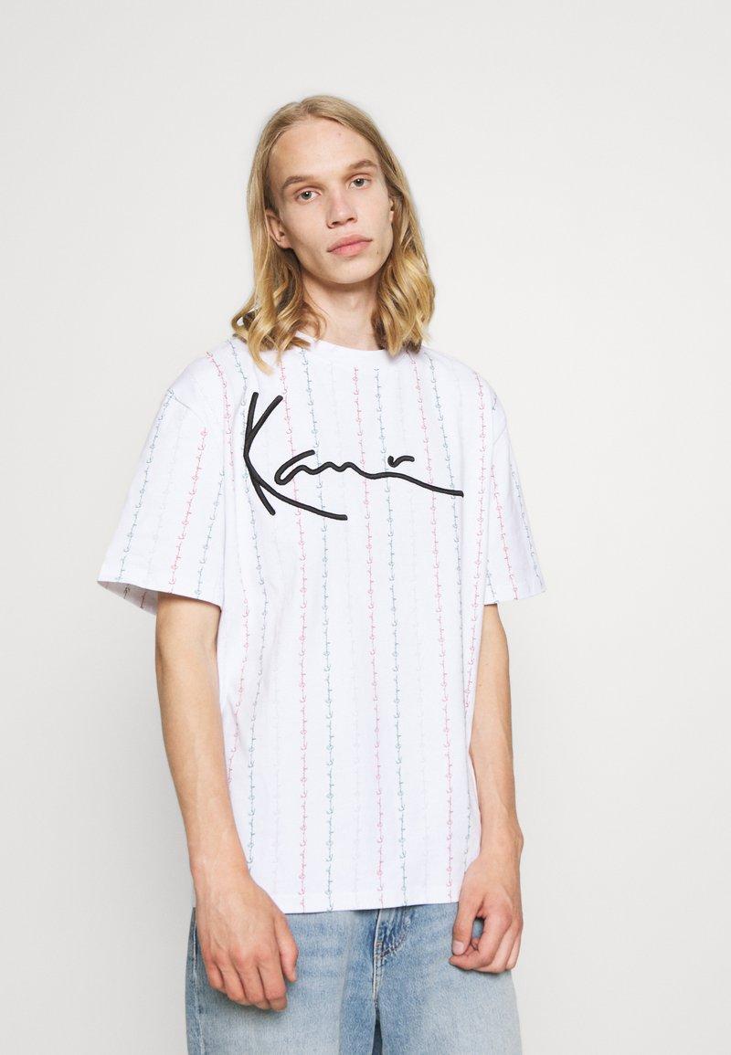 Karl Kani - UNISEX SIGNATURE LOGO TEE - Print T-shirt - white
