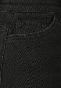 Vero Moda Petite - VMLOA FAITH - Shorts di jeans - black - 2