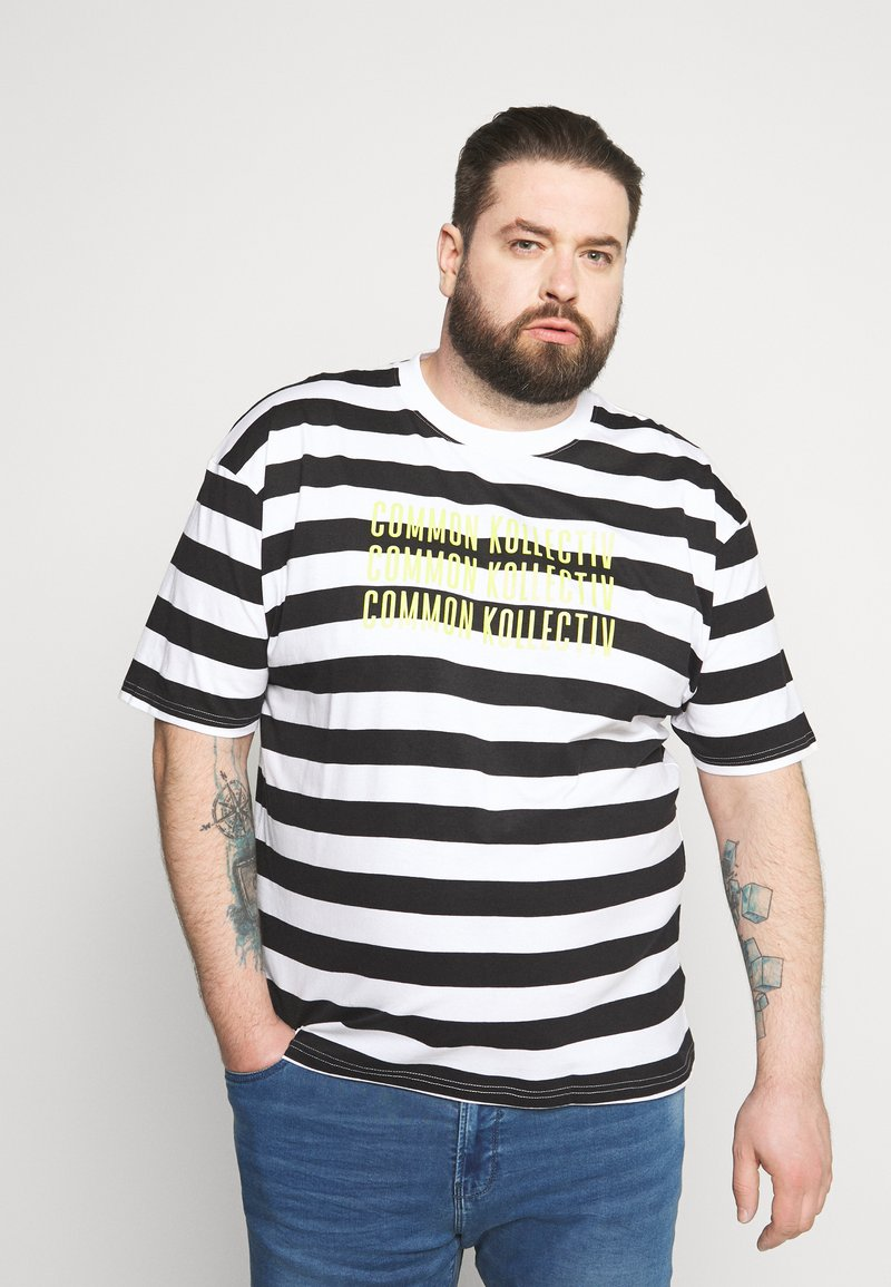Common Kollectiv - PLUS WILSON STRIPE - T-shirt z nadrukiem - white