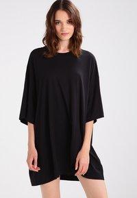 Weekday - HUGE - Basic T-shirt - black - 0