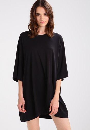 HUGE - Basic T-shirt - black