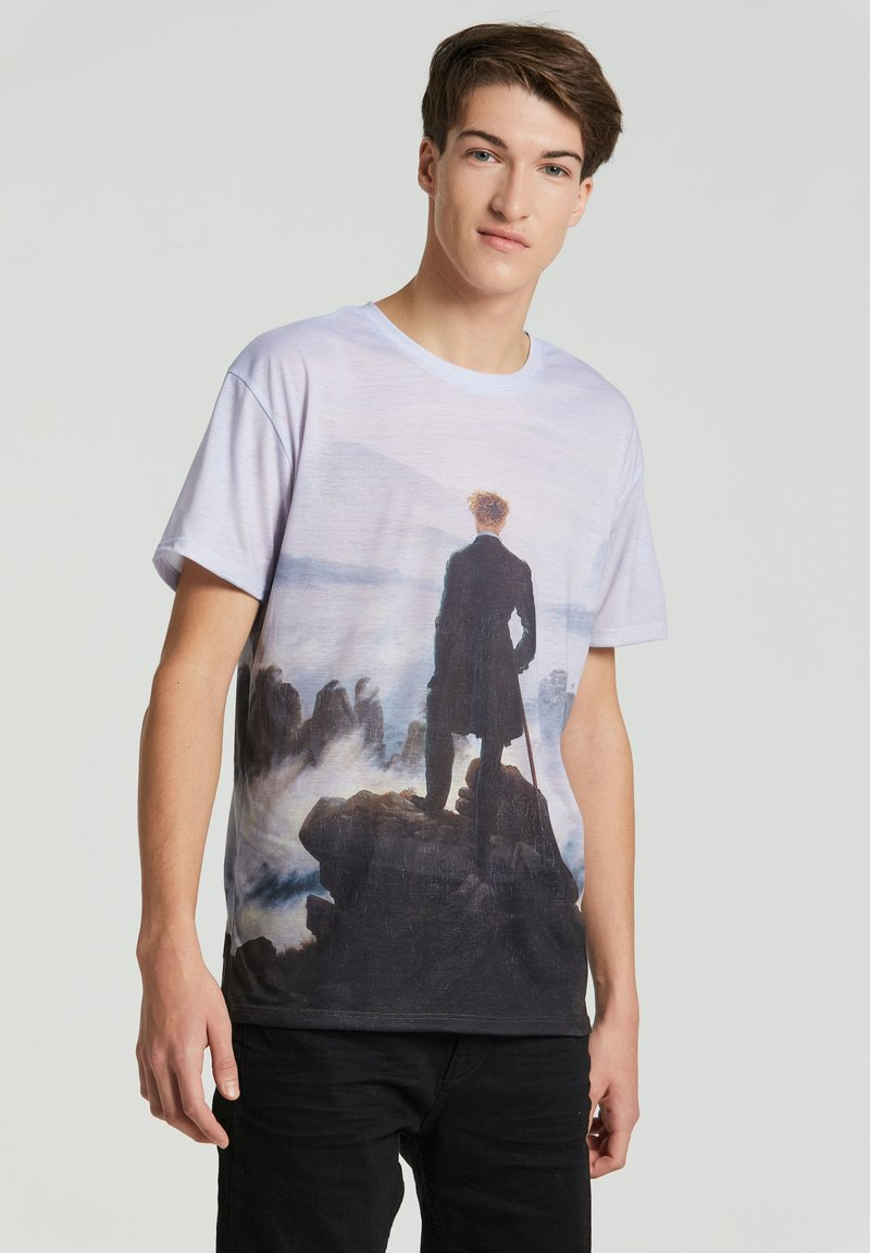 Mr. GUGU & Miss GO - WANDERER ABOVE THE SEA OF FOG - Print T-shirt - blue