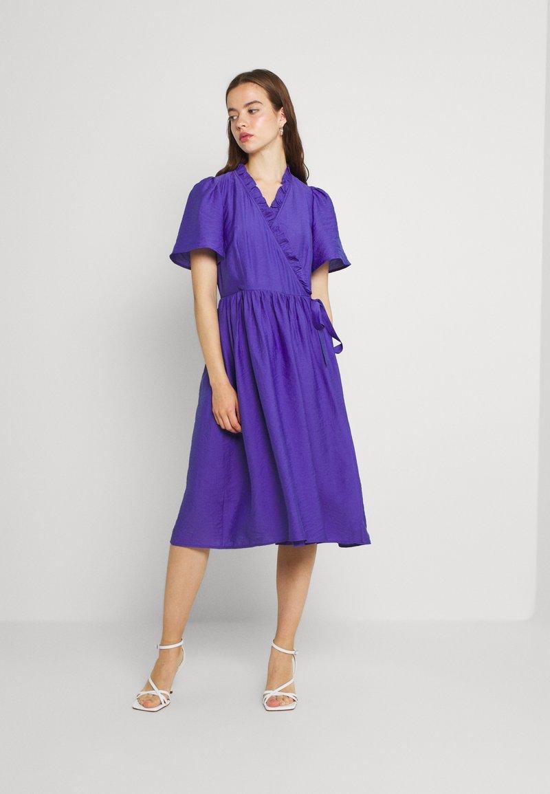 YAS - YASIRIS MIDI DRESS - Sukienka letnia - blue iris