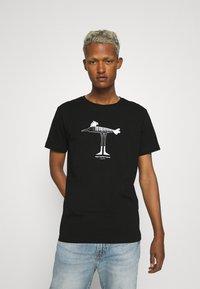 Makia - Makia x Olle Eksell Bird T-Shirt - T-shirt print - black - 0