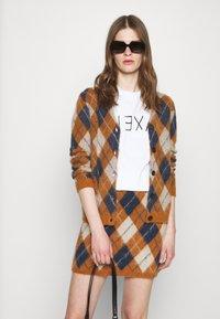 Alexa Chung - ALEXA BOXY TEE - T-Shirt print - white - 3