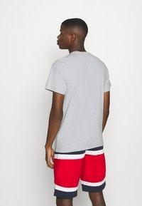 Tommy Jeans - TJM CLASSIC JERSEY C NECK - Basic T-shirt - light grey heather - 2