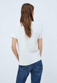 Pepe Jeans - ALANIS - Print T-shirt - white - 2