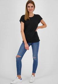 alife & kickin - Basic T-shirt - moonless - 1