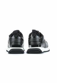 HUGO - Trainers - black - 4