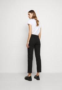 House of Dagmar - DEVINE - Straight leg jeans - stay black - 2