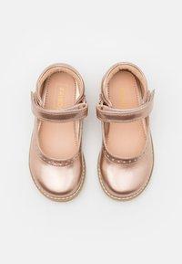 Friboo - Ballerina's met enkelbandjes - bronze - 3