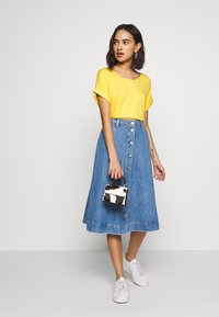 ONLY - ONLMOSTER ONECK - T-shirt basic - yolk yellow - 1
