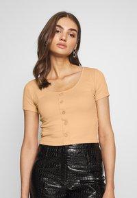Even&Odd - BUTTON THROUGH SLIM FIT 2 PACK - T-shirt imprimé -  black/tan - 2
