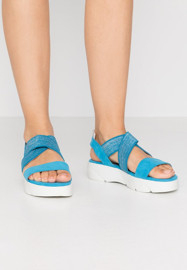 Korkeakorkoiset sandaalit - malibu blue