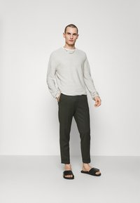 Filippa K - TERRY CROPPED TROUSER - Trousers - moss green - 1