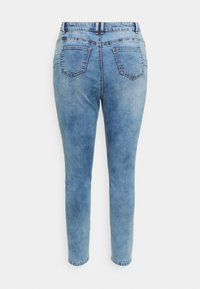 Missguided Plus - MINIMAL RIPPED - Jeans Skinny Fit - blue - 6