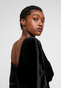Monki - ADALIA DRESS - Vestido de cóctel - black topaz - 4