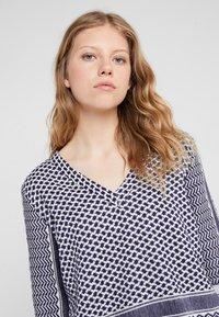 CECILIE copenhagen - T-shirt med print - dark blue - 4