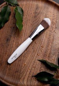 Luvia Cosmetics - MASK BRUSH - Skincare tool - - - 5