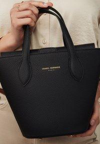 Isabel Bernard - TASCHE  - Handbag - schwarz - 0