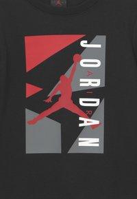 Jordan - AIR GRAPHIC CREW SET - Trainingspak - black - 3