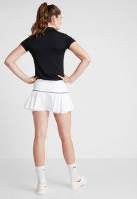 Nike Performance - VICTORY SKIRT - Sportovní sukně - white/black - 2