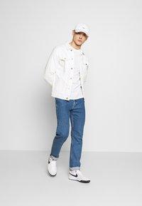Tommy Jeans - LONGSLEEVE SCRIPT BOX TEE - Long sleeved top - white - 1