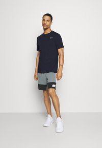 Nike Performance - DRY TEE CREW SOLID - Camiseta básica - obsidian/matte silver - 1