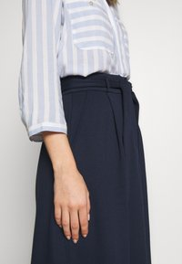 King Louie - AVA SKIRT MILANO CREPE - A-line skjørt - dark navy - 5