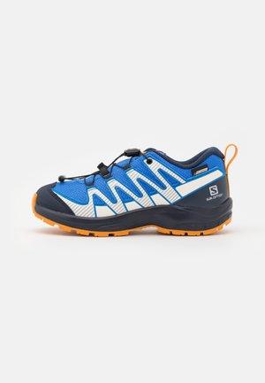 XA PRO V8 CSWP UNISEX - Scarpa da hiking - palace blue/navy blazer/butterscotch