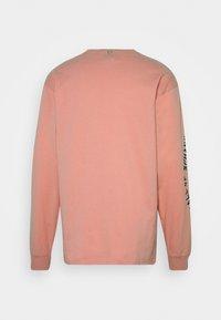 Grimey - CALL OR YORE LONG SLEEVE TEE UNISEX - Maglietta a manica lunga - pink - 1