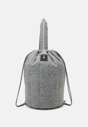 QUILTED BAG - Treningsbag - grey