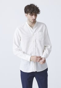 BY GARMENT MAKERS - Overhemd - off-white - 0