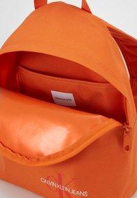 Calvin Klein Jeans - ROUNDED - Rucksack - orange - 2