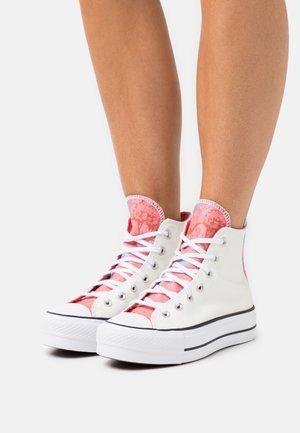 CHUCK TAYLOR ALL STAR PLATFORM GLITTER - Sneaker high - white/pink salt/black