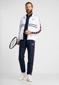 sergio tacchini - DORAL TRACKSUIT SET  - Dres - navy/white - 1