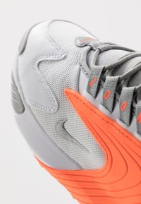 Nike Sportswear - ZOOM  - Sneakers - white/grey/orange - 6
