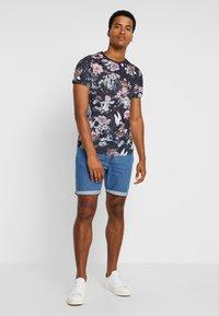 Pier One - T-shirt med print - multicoloured - 1