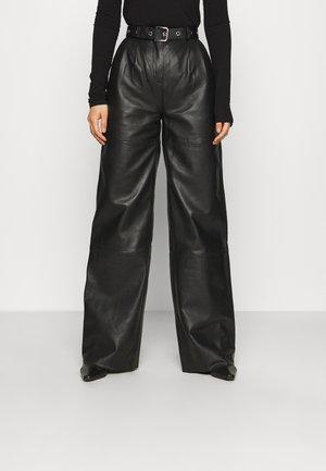 PINE PANTS - Pantaloni di pelle - black