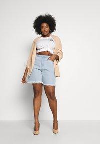Missguided Plus - FRAYED LONG LINE  - Denim shorts - stonewash - 1