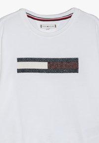 Tommy Hilfiger - FLAG SLOUCHY  - Sweatshirt - white - 4
