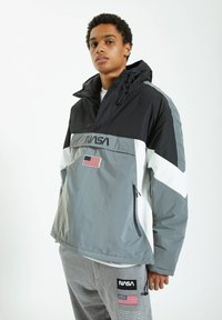 PULL&BEAR - Windbreaker - grey