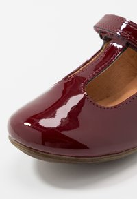 Froddo - FIONAS T-BAR NARROW FIT - Klassischer  Ballerina - bordeaux - 2